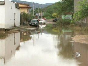 Chuva causa transtornos na cidade de Jequié - A chuva espalhou lama e lixo nas ruas.