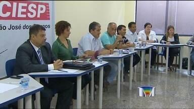 Termina mais uma vez sem acordo a reunião entre a GM e o Sindicato dos Metalúrgicos de SJC - Termina mais uma vez sem acordo a reunião entre a GM e o Sindicato dos Metalúrgicos de São José dos Campos (SP). As duas partes esperam continuar as negociações e chegar num acordo definitivo no próximo sábado.