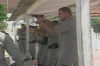 PMs passam por treinamento para trabalhar nas ruas em Campina Grande - Para aumentar segurança nas ruas da cidade, cerca de 50 policiais passaram por oficinas teóricas e práticas de aperfeiçoamento.