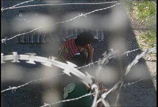 Susepe abre sindicância para investigar uso de celular por detentos em Santa Maria, RS. - A decisão foi tomada depois da divulgação de fotos dos presos usando celular.