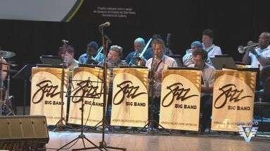 Danilo Caymi e Jazz Big Band se apresentam no Teatro Coliseu em Santos - Começa hoje a festa da Música em Santos, os eventos musicais são em homenagem ao aniversário da cidade.