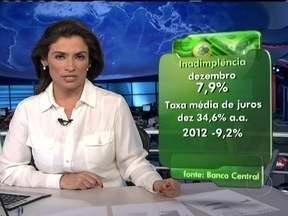 Inadimplência das famílias brasileiras tem crescimento - Em dezembro, o percentual de dívidas em atraso das famílias brasileiras ficou em 7,09%. É o maior patamar da inadimplência desde novembro de 2009. Apesar de a taxa média de juros cobrada pelos bancos ter recuado para o menor nível em 18 anos.