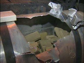 Polícia Federal apreende 250 quilos de crack - Droga foi encontrada por cães farejadores.