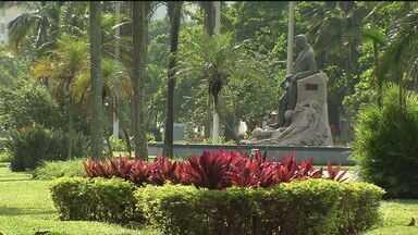 Jardim da praia é motivo de orgulho para santistas - Jardim é um dos cartões postais da cidade