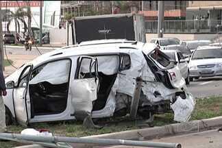 Quatro acidentes graves foram registrados na madrugada deste sábado em São Luís - Quatro acidentes graves foram registrados na madrugada deste sábado em São Luís. Segundo testemunhas, a maioria foi causada por alta velocidade e consumo de bebidas alcoólicas.