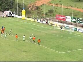 Nacional-MG aproveita mais e vence amistoso com Uberlândia - Verdão peca nas finalizações e Búfalo faz 2 a 0. Gols saíram dos pés de Cláudio Luiz e Bruno Barros no 1º tempo
