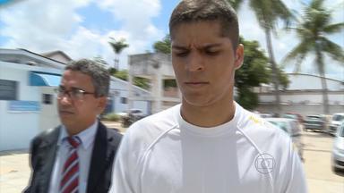 Rapaz suspeito de matar cunhado e fugir com namorada é preso em Pernambuco - Ele se entregou à polícia na sexta-feira. Diego Gualberto confessou ter matado o cunhado no último sábado, em Olinda. Ele foi encaminhado ao Cotel.