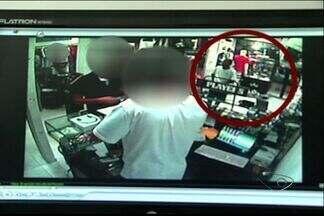 Loja na Praia do Canto, em Vitória, é assaltada pela 10ª vez - Homens se passaram por clientes e levaram cerca de R$ 30 mil.