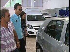 Concessionárias de Maringá ficam lotadas no fim de semana - Os clientes estavam em busca de carros que ainda tem redução no IPI