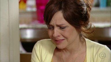 Carolina e Dino deixam Nieta sozinha - Eles não se conformam com o fato de ela ter aceitado o suborno