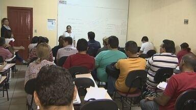 Candidatos se preparam para série de concursos públicos em Manaus - Cursinhos preparatórios registram alta na movimentação devido à série de concursos públicos em todo país neste ano.