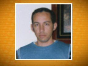 Será enterrado corpo de empresário morto durante assalto no bairro Chácara Flora - Carlos Eduardo de Souza, de 38 anos, reagiu à abordagem dos bandidos e foi baleado quando saía de casa. A polícia disse que quatro criminosos, em dois carros, queriam roubar um condomínio perto da casa do empresário.