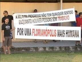 Comerciantes do Camelódromo de Florianópolis realizam manifestação na Baía Sul - Comerciantes do Camelódromo de Florianópolis realizam manifestação na Baía Sul.