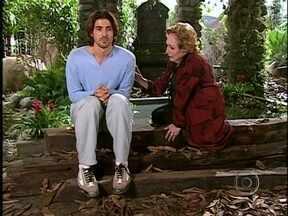 Da Cor do Pecado - Capítulo de quarta-feira, dia 30/01/2013, na íntegra - Tony planeja incriminar Paco. Afonso sente uma pontada no coração. Paco acaba confessando a verdade para Germana