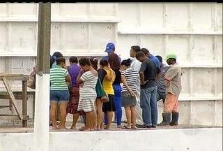 Corpo de jovem esquartejada é enterrado em Cabo Frio, RJ - Stéfani Gonçalves teria sido assassinada por travesti de 18 anos.