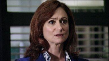 Berna diz não reconhecer Wanda - Ela discute com Helô e tenta convencer Aisha a voltar para Istambul