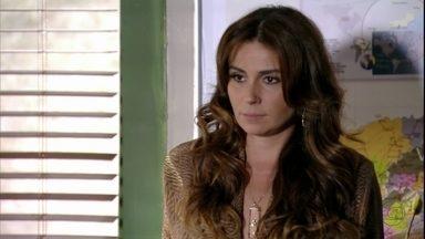 Helô manda Lívia abrir o jogo sobre seu interesse em Morena - A delegada pede para Lucimar entrar em contato assim que tiver alguma notícia de Morena