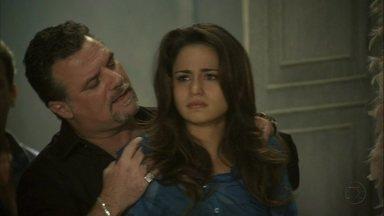 Salve Jorge - Capítulo de sábado, dia 02/02/2013, na íntegra - Russo leva Morena de volta ao alojamento das mulheres traficadas