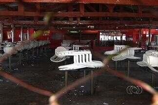 Polícia procura por integrantes de quadrilha suspeita de assaltar bar em Goiânia - A polícia procura uma quadrilha que assaltou uma choperia na região oeste da capital. Os assaltantes se passaram por frequentadores para conhecer a rotina da casa.
