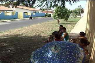 Pais de alunos acampam em frente à escola no Vinhais - Pais e responsáveis de alunos estão acampados em frente à Escola Municipal Tom e Jerry, no bairro do Vinhais em São Luís.