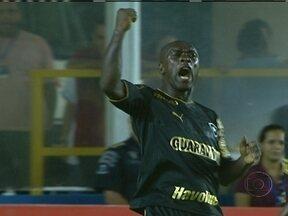 Seedorf marca três gols pelo Botafogo no Campeonato Carioca - O Macaé perdeu para o Botafogo por 3 a 1. Seedorf nunca tinha marcado três gols em uma mesma partida. Emocionado, ele dedicou a vitória para a avó, que morreu há dez dias. Flamengo ganhou do Nova Iguaçu por 1 a 0. Confira os outros resultados.