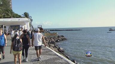 Obra contra o avanço do mar em Jaboatão começa nesta segunda-feira - Avanço do mar causa prejuízo para quem vive na orla e para os comerciantes.