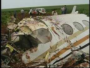 FAB descarta manobra de piloto para esvaziar tanque de avião que matou 5 - Eles tentam agora saber se o avião bimotor teria sofrido avarias durante uma tempestade. Entre as vítimas estava José Eduardo Ermírio de Moraes, sobrinho-neto do empresário Antônio Ermírio de Moraes.