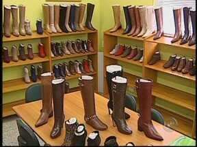 Mercado de calçados em Jaú, SP, está otimista depois de queda no setor em 2012 - Depois de um 2012 desanimador em termos de vendas, a indústria calçadista de Jaú aposta na retomada da produção neste ano. O termômetro para as boas expectativas foi a recente edição da Couro Moda, de onde as empresas de jaú saíram satisfeitas.
