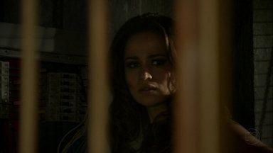 Morena provoca apagão na boate - Russo repreende Wanda por tentar eliminar Helô