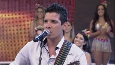 Fabio Catanante faz imitações impressionantes de cantores famosos no 'Se vira' - Cássia Eller, Maria Bethânia e Alcione estão no repertório do cantor; confira!