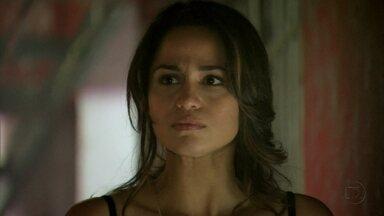 Morena e Waleska não conseguem enganar Wanda - A traficante não acredita na mocinha, que diz que não está grávida. Wanda insiste em matar Morena, mas Lívia não concorda