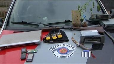 Polícia prende membros de quadrilha especializada em roubos em Igaratá (SP) - Em Igaratá (SP), três pessoas foram presas na tarde de sexta-feira, no bairro São Pedro. Elas são acusadas de assaltar sítios na cidade.