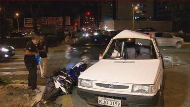 Acidente envolvendo carro e moto deixou duas pessoas feridas, no Recife - Veículos bateram no cruzamento da Avenida Visconde de Jequitinhonha com a Rua Baltazar Passos, em Setúbal, na Zona Sul.