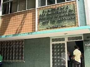 Polícia fecha clínica que fazia abortos clandestinos no Rocha - De acordo com a polícia, quando os agentes entraram, duas mulheres já tinham passado pela cirurgia de aborto a três gestantes esperavam pelo atendimento. Foram presos o dono da clínica, um ex-PM, um médico, uma anestesista e um policial.