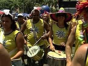 Blocos animam foliões pelas ruas do Rio no fim de semana - Os quase 50 blocos agendados para este fim de semana prolongaram o clima de carnaval em várias partes da cidade. Com tantas opções, ninguém quer se despedir da folia. No domingo (17), haverá o Monobloco no centro do Rio.