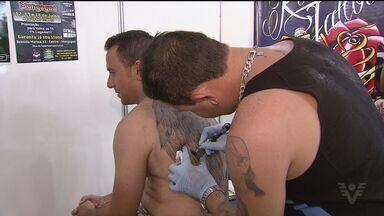 Guarujá reune tatuadores de várias cidades em evento - Este é o segundo encontro de tatuagem que traz o de mais novo no ramo.