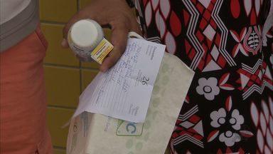Denúncia de falta de médicos e de remédios no Hospital da Mulher - Para amenizar o sofrimento, familiares de pacientes precisam comprar medicamentos e materiais básicos, como luvas e ataduras.