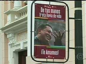 Com volta de Chávez à Caracas, Justiça da Venezuela quer empossar presidente - A chegada de surpresa foi anunciada por mensagens postadas na conta de Chávez numa rede social. Segundo o governo venezuelano, o presidente desembarcou às 2h:40 da madrugada e seguiu direto para um hospital de Caracas.