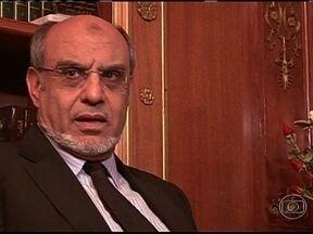 Primeiro-ministro da Tunísia renuncia depois de ter falhado em formar um novo governo - Hamadi Jebali tinha prometido montar um gabinete só de técnicos para acalmar os protestos provocados pelo assassinato do líder da oposição. Mas o próprio partido do primeiro-ministro foi contrário a essa proposta.
