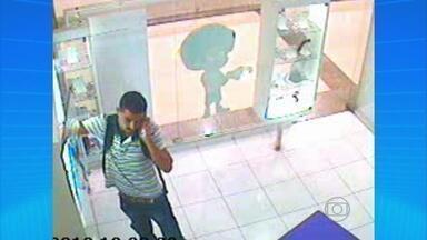 Polícia procura homem flagrado roubando celulares em loja de shopping - Quem tiver informações sobre ele pode ligar para a Delegacia de Casa Amarela.