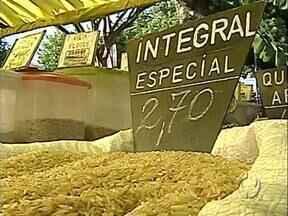 Arroz integral é novidade nas feiras de Londrina - Preço do quilo está praticamente empatando com o do arroz branco.