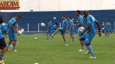 Técnico do CSA está preocupado com o número de desfalques da equipe - Nesta quarta-feira, Azulão apresentou o volante Elyeser