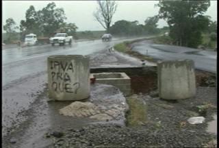Obras inacabadas da ERS-348 preocupam moradores e motoristas. - A obra, entre Júlio de Castilhos e Ivorá, começou em 2008.