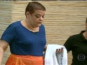 Polícia indicia por homicídio qualificado a médica suspeita de eutanásia - A médica que chefiava a UTI de um dos maiores hospitais de Curitiba foi indiciada por homicídio qualificado. Ela foi presa nesta terça, suspeita de ter provocado a morte de pacientes que estavam muito doentes.