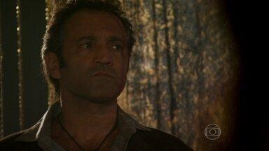 Zyah descobre que Morena foi escravizada por Russo - Ele se surpreende com a forma como o bandido se refere a Morena e decide falar com Mustafa. Berna estranha o nervosismo do marido