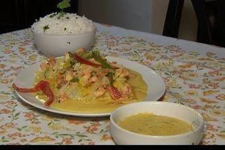 Chefe de cozinha em Aracaju ensina a fazer moqueca de pescada amarela - No quadro Culinária de hoje (21) você vai aprender a fazer uma moqueca de pescada amarela com molho de camarão.