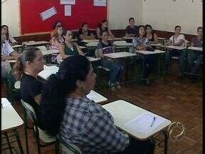Pais de alunos de escola estadual de Terra Boa voltam para a sala de aula - Objetivo é aproximar os pais da escola