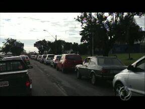 Londrina tem manhã de trânsito congestionado com greve de ônibus - Equipes do Paranátv percorreram as ruas registrando o transtorno da greve para a população e o caos no trânsito