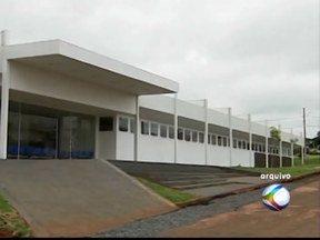 UPA inaugurada em dezembro de 2012 em Patos de Minas ainda não está em funcionamento - Prédio apresentou problemas e por isso ainda não foi liberado. Com as últimas chuvas, parte do teto da Unidade de Pronto Atendimento chegou a cair.