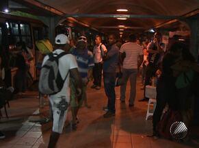Passageiros reclamam de sujeira e atrasos na Estação do Iguatemi - Estação de transbordo é uma das mais movimentadas de Salvador.